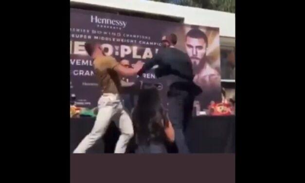 """Video: Conferencia entre """"Canelo"""" Álvarez y Caleb Plant se calienta y termina en golpes"""