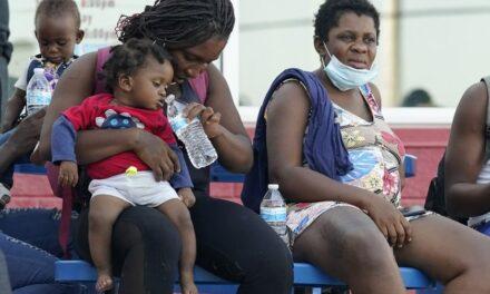 """Dan """"raite"""" a haitianos y son detenidos por tráfico de personas"""