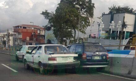 Choque en la avenida Lázaro Cárdenas, a la altura del puente Bicentenario