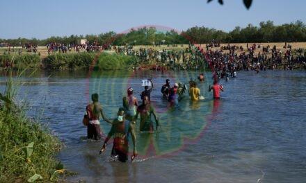 Texas pide a Biden declarar estado de emergencia por llegada masiva de haitianos en frontera con México