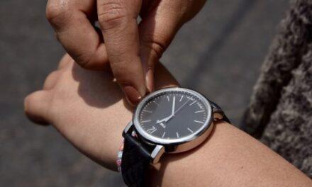 Checa si se adelanta o atrasa el reloj: Está por terminar el horario de verano