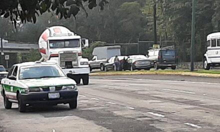 Accidente de tránsito sobre la Avenida Lázaro Cárdenas, a la altura del Parque Doña Falla