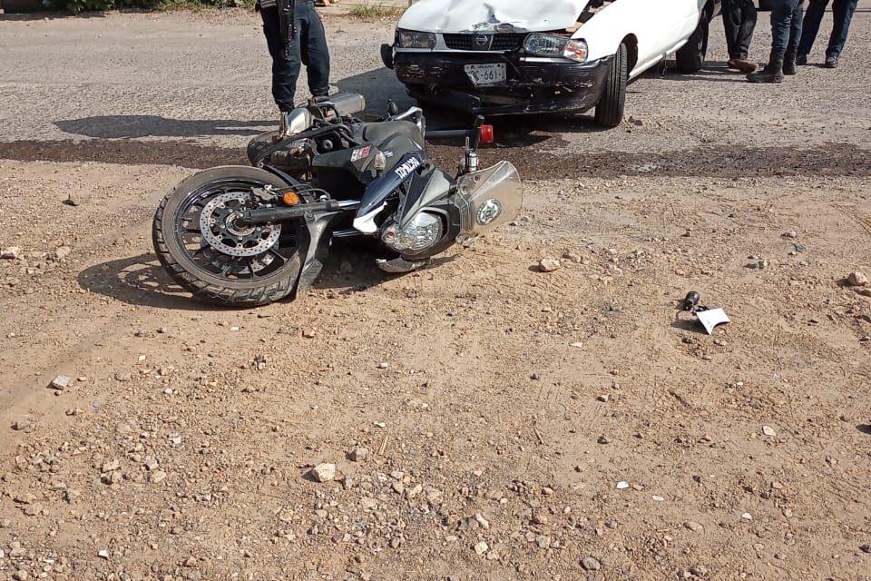 Motociclista de SSP lesionado en accidente de tránsito, en la colonia Revolución