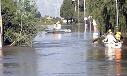 Se desborda río en Querétaro por lluvias; desalojan a habitantes