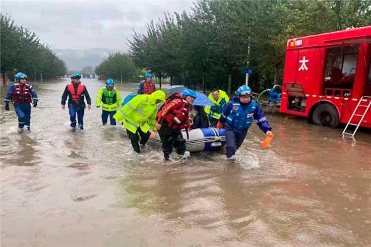 Más de 120.000 evacuados por inundaciones en China