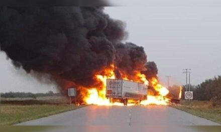 Choque entre dos tráileres sobre carretera Mex 2 en Nuevo Laredo; una persona fallecida