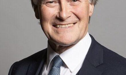 Muere apuñalado el diputado conservador británico David Ames