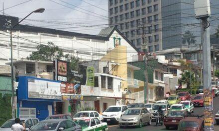 Accidente de tránsito sobre la calle Jesús Reyes Heroles, Xalapa