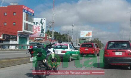 Video:Accidente de tránsito sobre la avenida Lázaro Cárdenas, a la altura del puente de Miguel Alemán