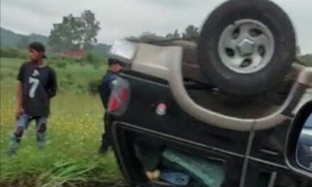Se voltea camioneta en la carretera Coatepec – Xico.