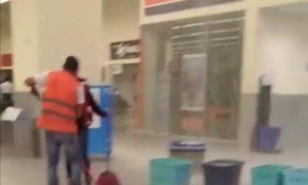Lluvia nocturna en Boca del Río provocó inundación en Walmart